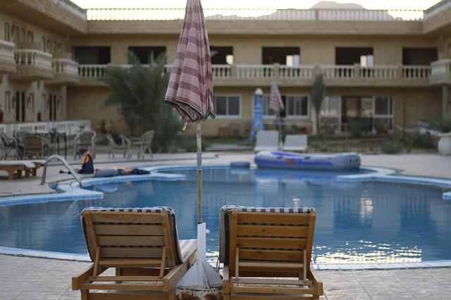 hotelový bazen