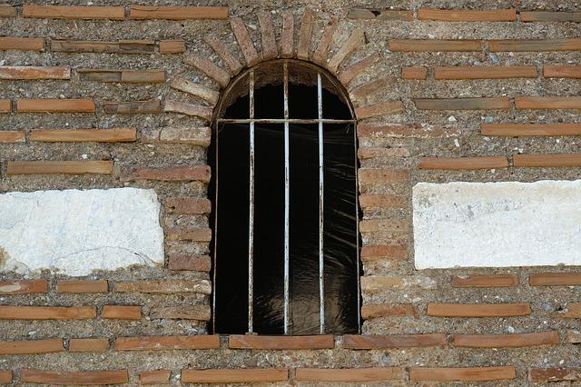 mříže v okně